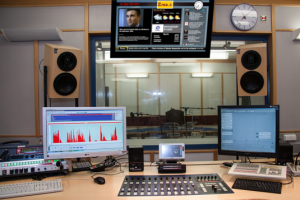 StudioDJDashboard1Feature